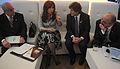 Cristina Fernández en Pittsburgh con ministros.jpg