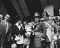 De Burgemeester van Montmartre en Commandant Brandweer op Schiphol voor opening , Bestanddeelnr 907-9877.jpg