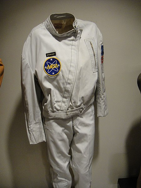 "Fichier:Debbie Reynolds Auction - Diane Stewart ""Astronaut Stanley"" flight jacket from ""Planet of the Apes"" (5852145670) (3).jpg"