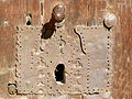 Detalle de la antigua cerradura de la puerta de la fachada principal de la Iglesia de San Esteban Protomartir , Abalos, LA Rioja.JPG
