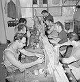 Diamantbewerkers aan het werk in Natanya, Bestanddeelnr 255-4371.jpg