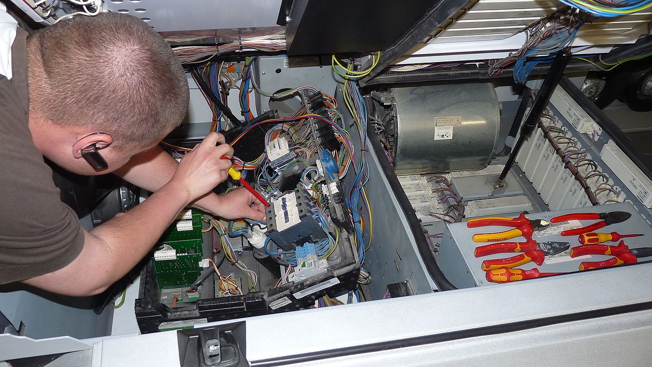 Filedmitry G Is Repairing Tanning Bed Wikimedia Commons Wiring