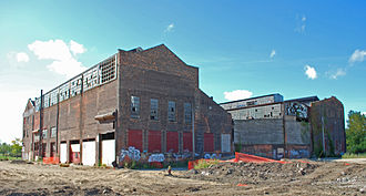 Dry Dock Complex (Detroit, Michigan) - Five of six buildings of the Engine Works complex are visible in this image; from left to right: the end of the industrial loft, the foundry, chipping room, end of the machine shop addition, and the end of the machine shop.