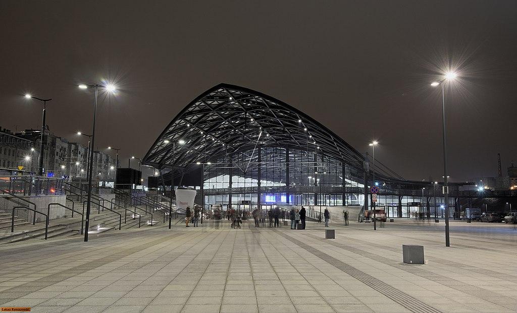 [Obrazek: 1024px-Dworzec_%C5%81%C3%B3d%C5%BA_Fabryczna.jpg]