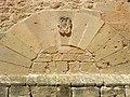 E14 Arc cec amb l'escut de la vila.jpg
