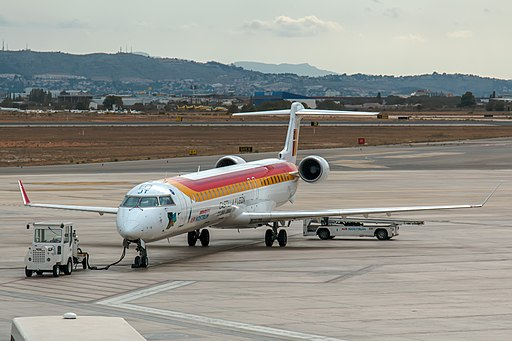 EC-LJT CRJ1000 Air Nostrum VLC 18-aug-2014 02