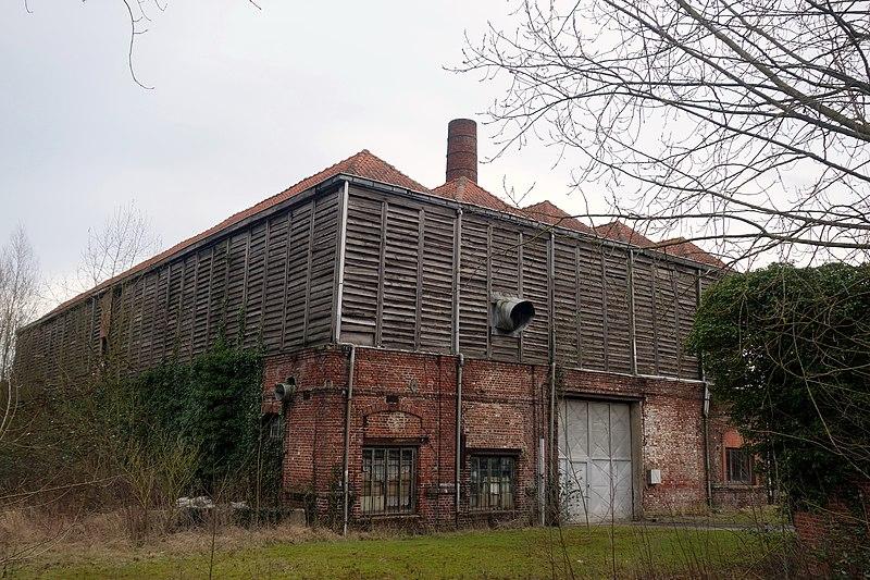 File:ERQUINGHEM-LYS , rue des Frères Mahieu, ancien séchoir à lin.jpg