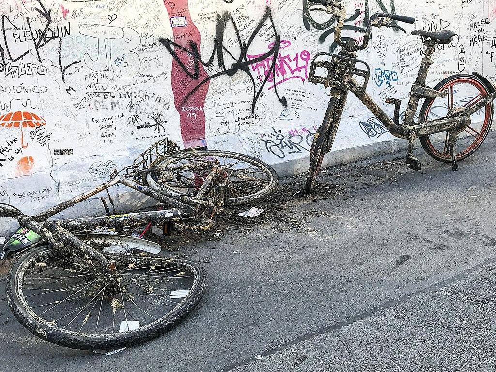 East Side Gallery - Graffiti on Berlin Wall 03