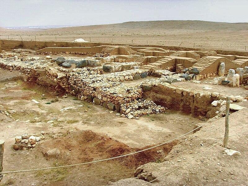 Archaeologist: Royal Palace of Ebla, Living Archive of Syria 800px-Ebla10