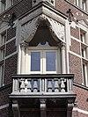 foto van Gemeentehuis met Openbare lagere school en onderwijzerswoning gebouwd in Neo-Renaissancestijl