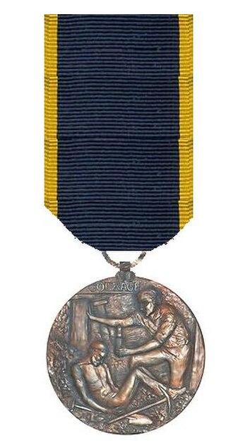 Edward Medal - Image: Edward Medaille aan lint