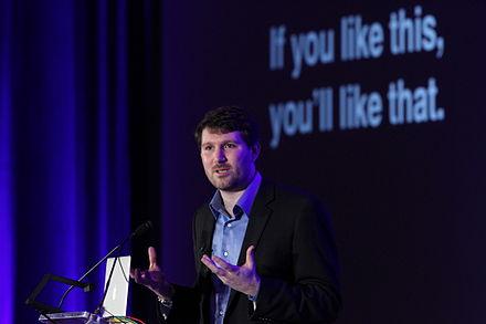 「フィルターバブル」の用語を生み出した、インターネット活動家のイーライ・パリサー