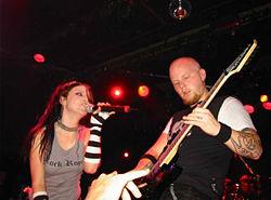 Evanescence tocando en Barcelona, en el 2003.