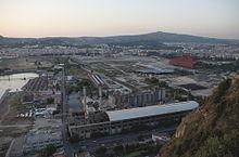 Veduta dal Parco Virgiliano di quanto resta dell'impianto di Bagnoli