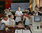 Eye screening for kindergarten children in Quoc Oai district of Hanoi (14307581421).jpg