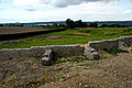 F07 Alesia Ausgrabungen, Umfassung des Theaters mit Strebewänden.0004.JPG
