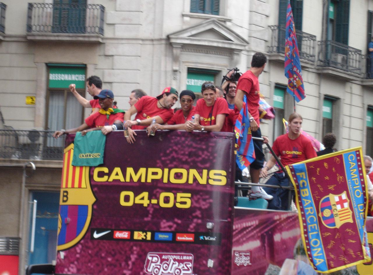 https://upload.wikimedia.org/wikipedia/commons/thumb/4/4a/FC_Barcelona_-_Celebraci%C3%B3n_Champions_2005_%28Rua_por_Barcelona%29_-_005.jpg/1280px-FC_Barcelona_-_Celebraci%C3%B3n_Champions_2005_%28Rua_por_Barcelona%29_-_005.jpg