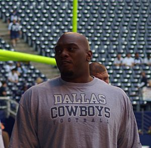 Flozell Adams - Adams warming up in 2008 at Texas Stadium.