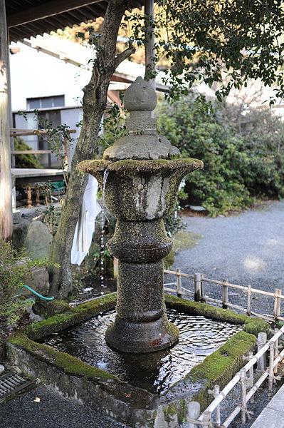 File:Fontaine Reigando, Kumamoto, Japon.jpg