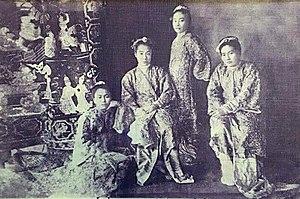 Supayalat - The four daughters of King Thibaw and Supayalat; Myat Phaya Galay, Myat Phaya Gyi, Myat Phaya Lat, Myat Phaya