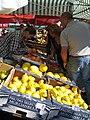 Fruktförsäljning, Möllevångstorget, Malmö.jpg