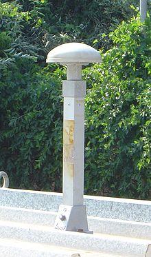 این آنتن بر بام خانه ای نصب است که در آن آزمایش های علمی
