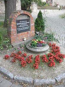 Gedenkstein Förster in Münchengosserstädt (Quelle: Wikimedia)