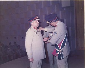 General Shamim Alam Khan receiving the Sitar-e-Basalat.jpg