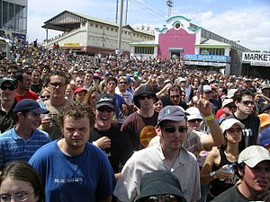 Big Day Out lineups by year - Crowd watching Gerling at the Melbourne BDO, 2004