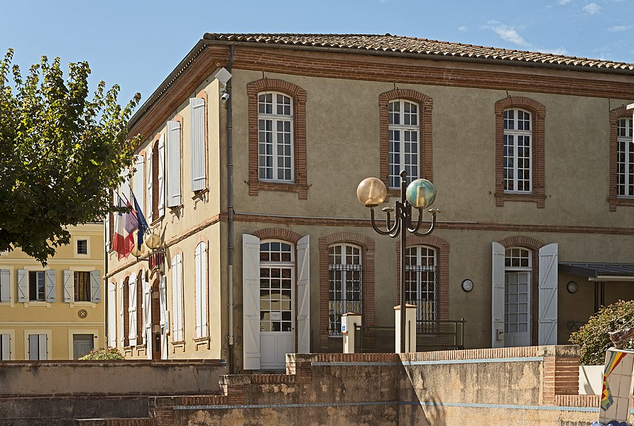 English:  Grisolles, Tarn-et-Garonne. Town Hall.