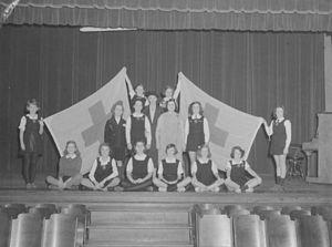 Roslyn Elementary School - 1943 presentation