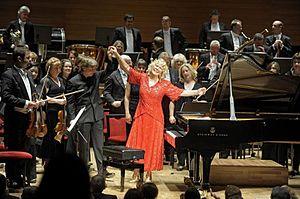 Gulsin Onay with conductor Esa Pekka Salonen.jpg