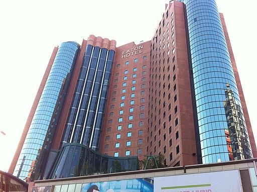 HK 油麻地 Yau Ma Tei 彌敦道 Nathan Road 香港逸東酒店 Eaton Hotel facade am 加士居道 Gascoigne Road Jan-2014