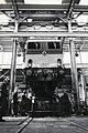 HUA-169908-Afbeelding van de electrische locomotief nr. 1501 (serie 1500) van de N.S. in de stelplaats van de hoofdwerkplaats te Tilburg.jpg