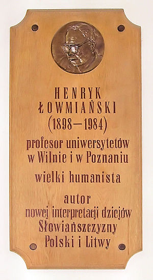 Henryk Łowmiański - Commemorative plaque in the building of the Historic Faculty of Adam Mickiewicz University in Poznań.