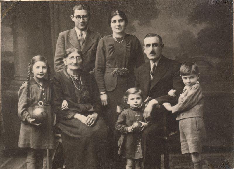 File:Holocaust family Glaser.jpg
