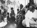 Indianer ombord på Olga för att höra grammofon. Sång roade dem mest, t.ex. La Paloma - SMVK - 004198.tif