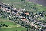 Isztémér, Keresztelő Szent János templom légi fotón.jpg