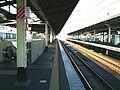 JREast-Kaihin-makuhari-station-platform.jpg