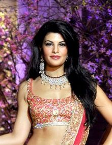 Jacqueline Fernandez walks the ramp at AVCIBFW 2013.jpg