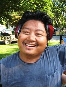 Jason Rogel as Wayne Chung on the set of Splinterheads.jpg
