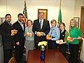 Jay with Food Lifeline advocacy members (4683352636).jpg
