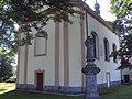 Jestřebí kostel a socha.JPG