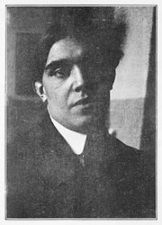 Juan Gris, portrait photograph, published in Les Peintres Cubistes, 1913.jpg