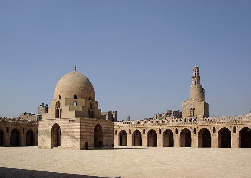 Fichier: Kairo Ibn Touloun Moschee BW 1.jpg