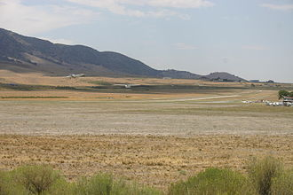 Mountain Valley Airport - Tow plane and glider taking off
