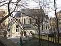 Kostel srdce jezisova na smichove pres stromy.jpg