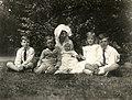 Kronprins Gustaf Adolfs familj på Sofiero 1917 (01).jpg
