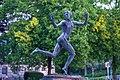 Läuferskulptur hinter der neuen Aula in Tübingen 06.jpg