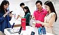 LG V30 미리 '찜'하고 풍성한 혜택 누리세요! - 37295163405.jpg